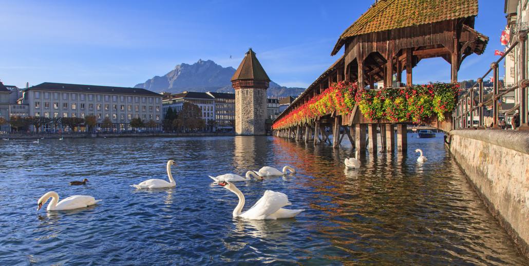 Люцерн, Швейцария - Часовня мост ранним утром